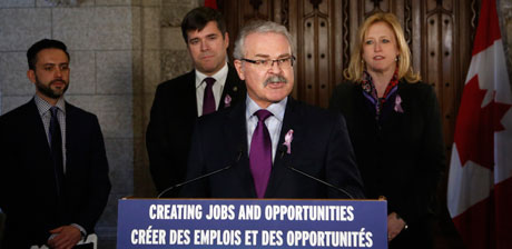 Gerry Ritz faisant son allocution